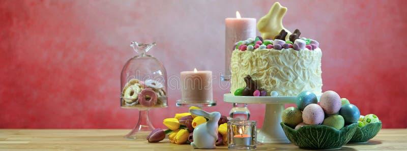 Szczęśliwego wielkanocy przyjęcia stołu Ogólnospołeczny Medialny sztandar zdjęcie royalty free