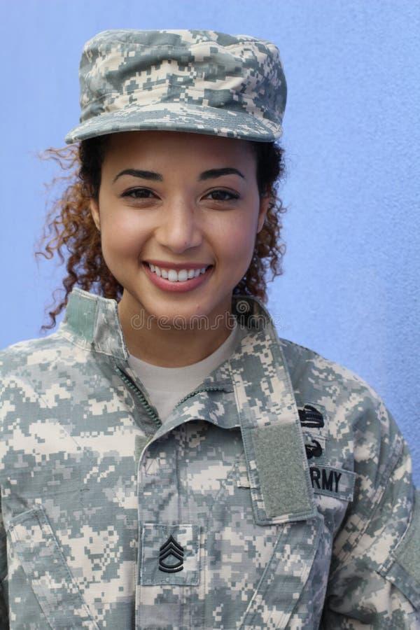Szczęśliwego zdrowego etnicznego wojska żeński żołnierz zdjęcie royalty free