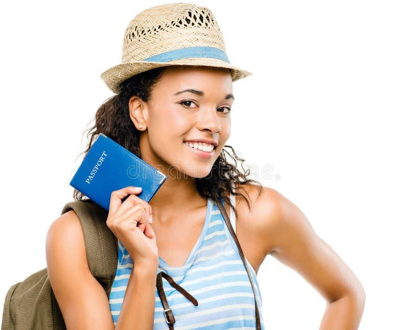 Szczęśliwej amerykanin afrykańskiego pochodzenia kobiety mienia turystyczny paszport fotografia royalty free