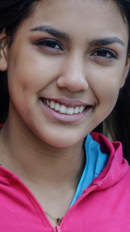 Szczęśliwej atlety Peruwiańska dziewczyna zdjęcia stock