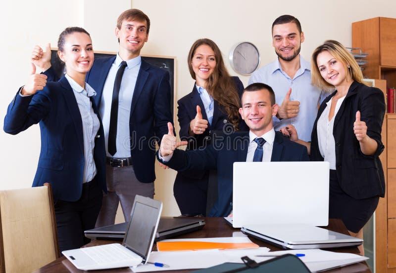 Szczęśliwej biznes drużyny fachowy pozować zdjęcie stock