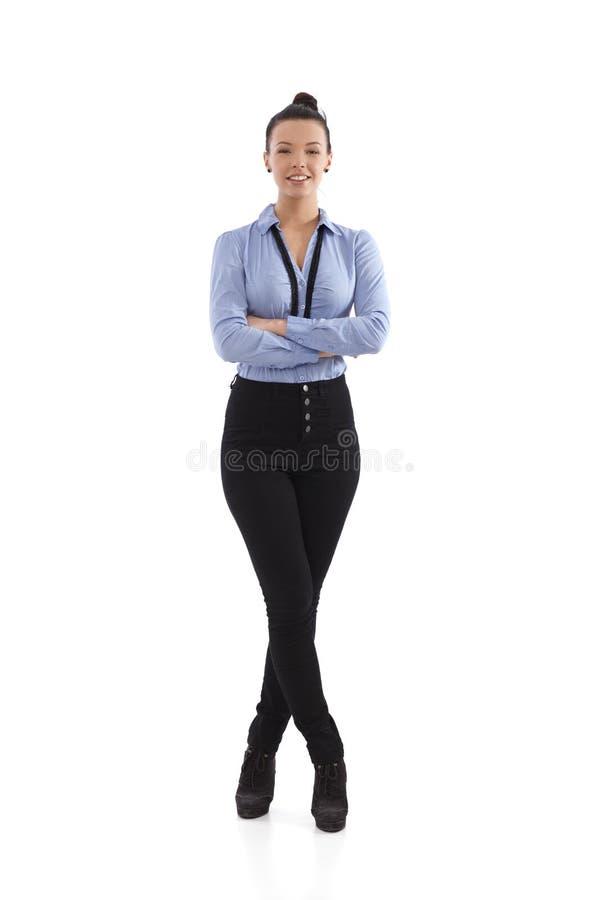 Szczęśliwej kobiety trwanie ręki krzyżować zdjęcie stock