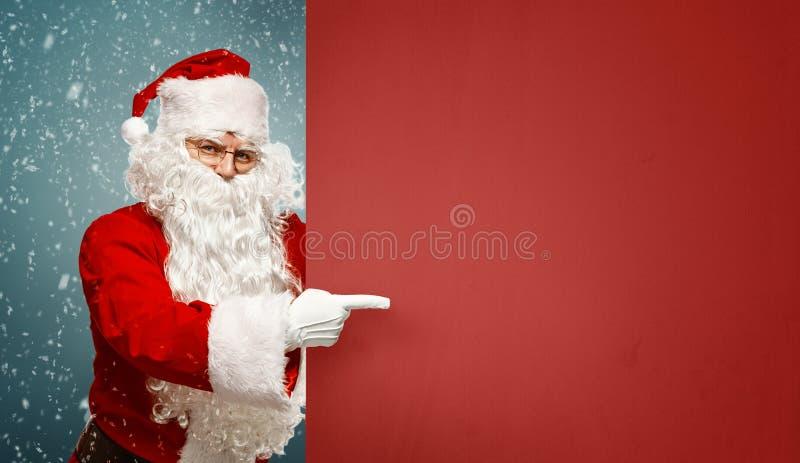 Szczęśliwi Święty Mikołaj punkty pusty sztandar z kopii przestrzenią zdjęcia royalty free