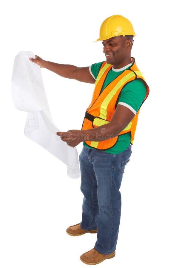 Szczęśliwi amerykanina afrykańskiego pochodzenia pracownika budowlanego mienia projekty obrazy stock