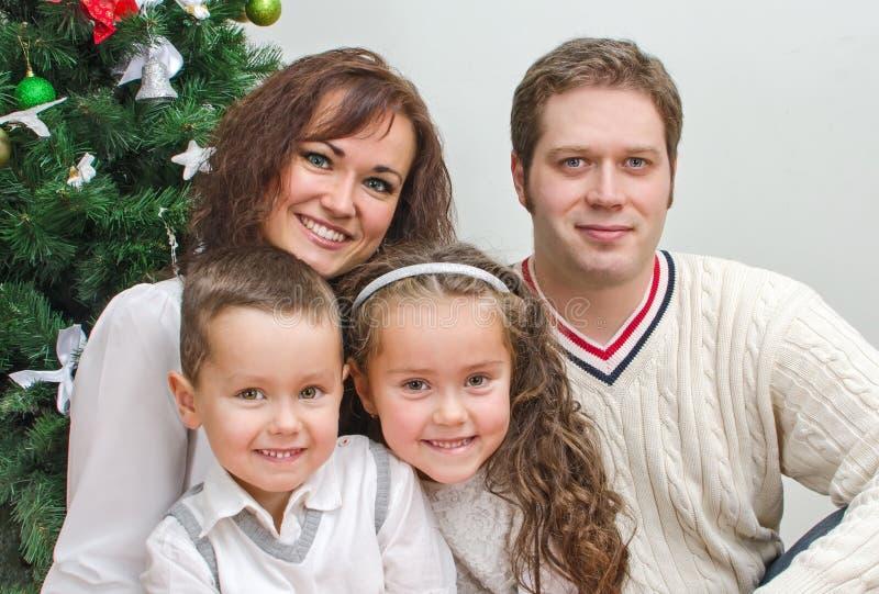 Szczęśliwi członkowie rodziny zdjęcie royalty free