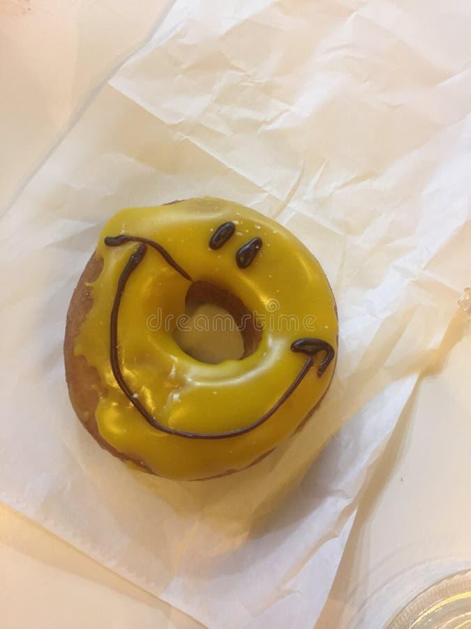 Szczęśliwi donnuts zdjęcie stock