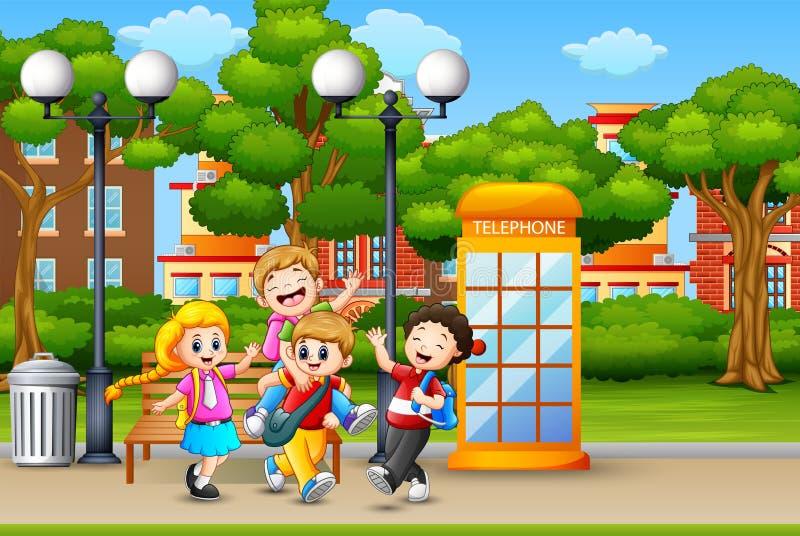 Szczęśliwi dzieci biega i śmia się w miasto parku ilustracja wektor