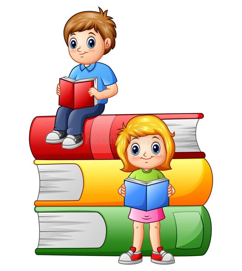 Szczęśliwi dziecko w wieku szkolnym z dużymi książkami ilustracja wektor