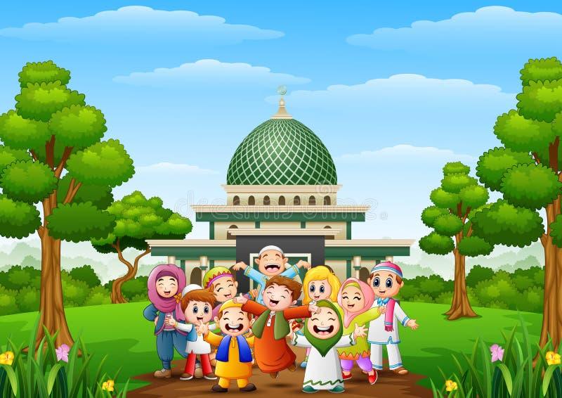 Szczęśliwi kreskówka dzieciaki świętują eid Mubarak z islamskim meczetem w lesie ilustracja wektor