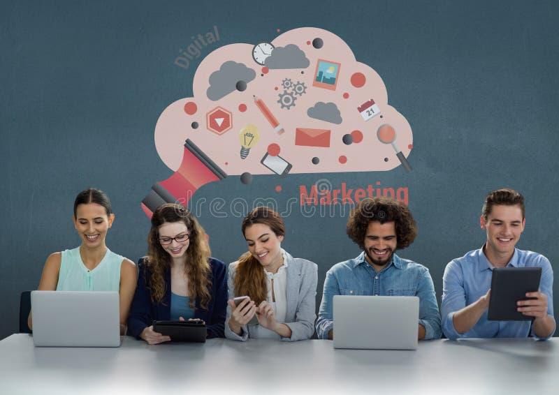 Szczęśliwi ludzie biznesu patrzeje telefony, komputery i pastylki przy biurkiem, przeciw błękitnemu tło dowcipowi ilustracji