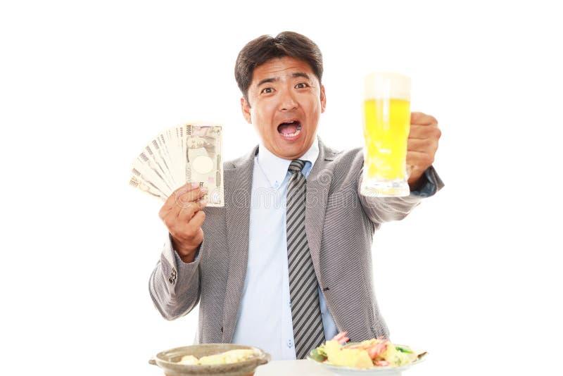 Szczęśliwi mężczyzna łasowania posiłki zdjęcie royalty free