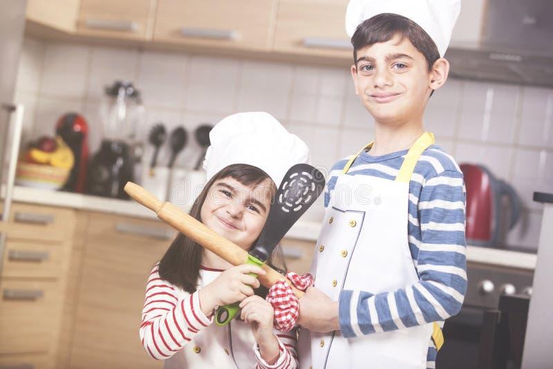 Szczęśliwi mali szefowie kuchni obraz stock