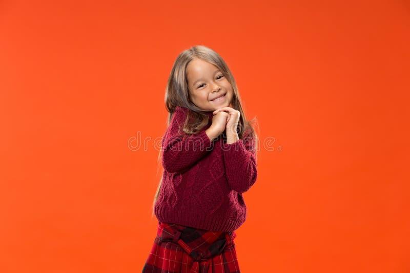 Szczęśliwi nastoletni dziewczyny ono uśmiecha się i pozycja fotografia royalty free