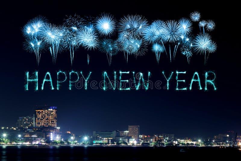 Szczęśliwi nowy rok fajerwerki świętuje nad Pattaya plażą zdjęcie royalty free