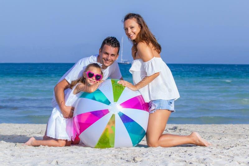 Szczęśliwi ono uśmiecha się rodzinni wakacje obraz royalty free