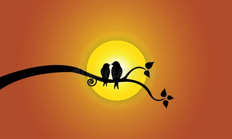 Szczęśliwi potomstwa kochają ptaki na gałąź podczas zmierzchu & pomarańcze nieba