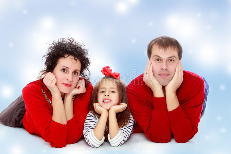 Szczęśliwi rodzice i młoda córka obrazy stock