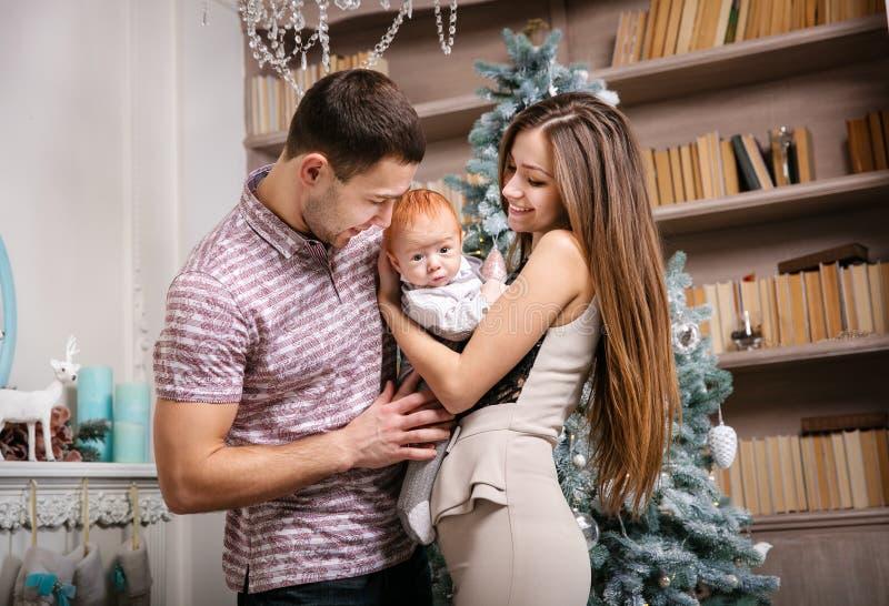 Szczęśliwi rodzice z dziecko synem obrazy stock
