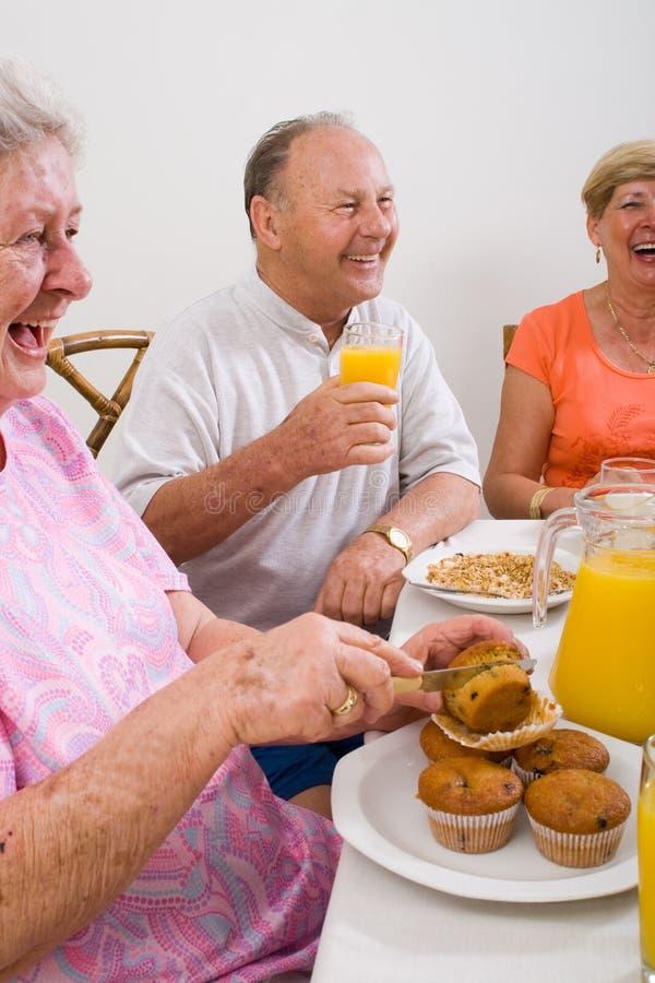 szczęśliwi seniory zdjęcia royalty free