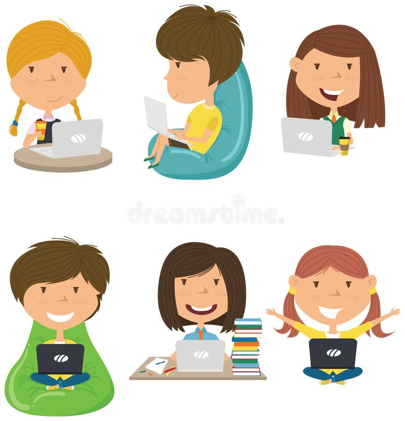 Szczęśliwi ucznie uczą się pracę domową i robią komputerem obraz stock