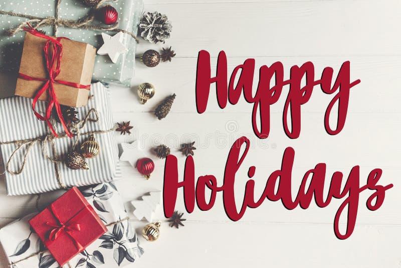 Szczęśliwi wakacje teksty, sezonowy powitanie karty znak Mieszkanie nieatutowy Pre obraz stock