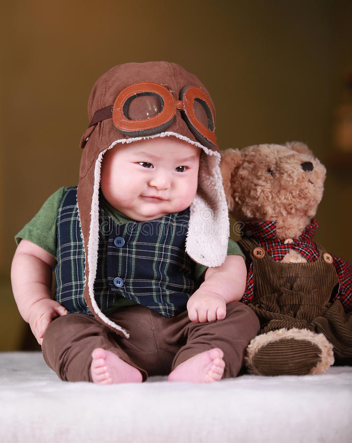 Szczęśliwy śliczny 3 miesięcy stary Azjatycki dziecko zdjęcia stock