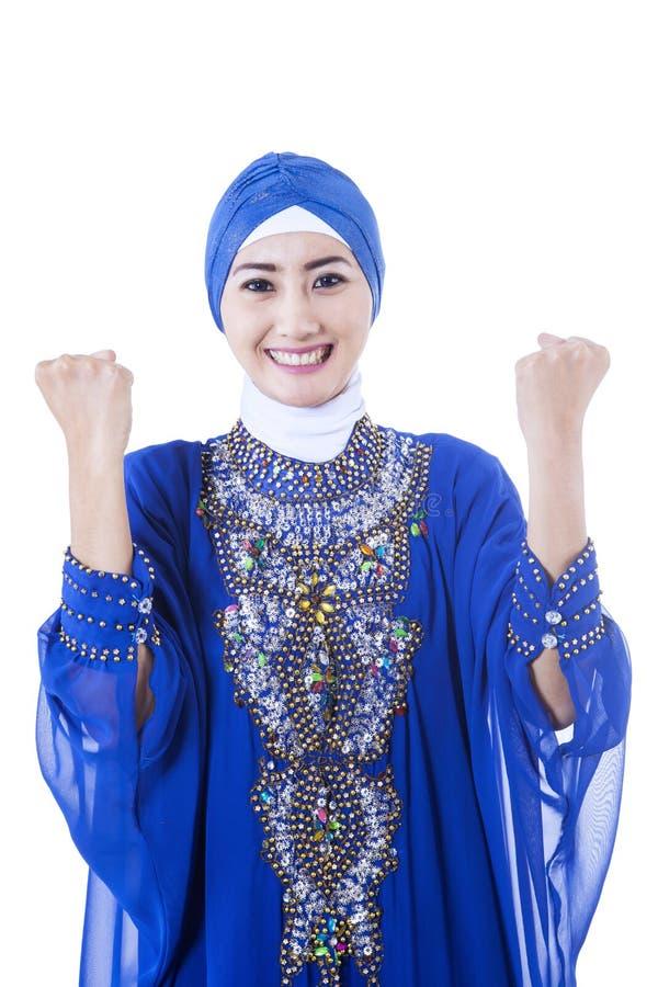 Szczęśliwy żeński Muzułmański W Błękit Sukni - Odosobnionej Zdjęcie Stock