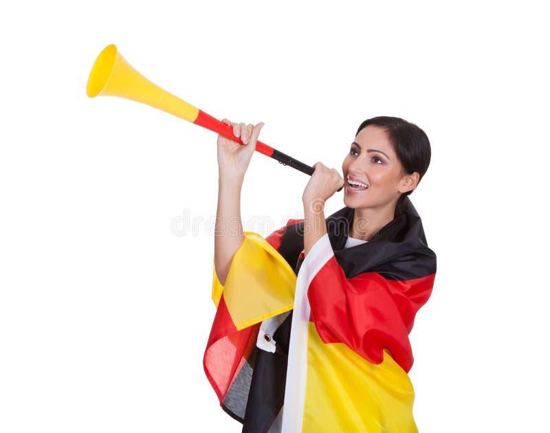 Szczęśliwy Żeński Niemiecki zwolennik Dmucha Vuvuzela zdjęcie royalty free