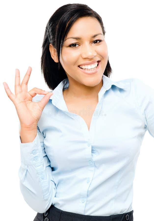 Szczęśliwy amerykanin afrykańskiego pochodzenia kobiety ok znaka bielu tło obraz stock