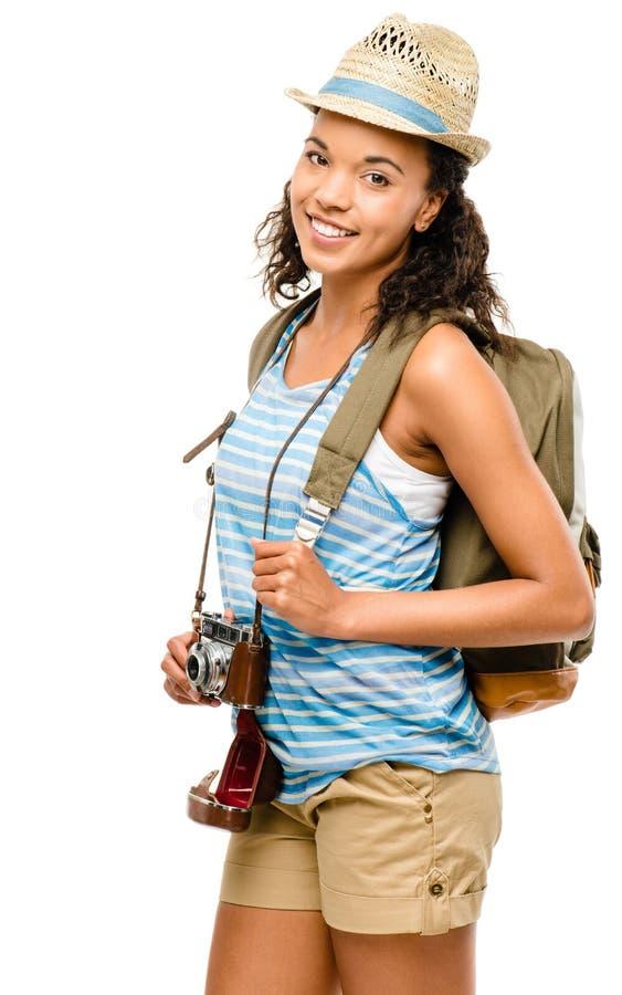 Szczęśliwy amerykanin afrykańskiego pochodzenia kobiety turysta odizolowywający na białym backgroun zdjęcia stock