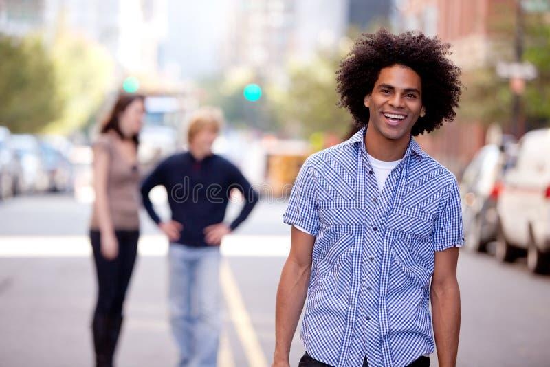 szczęśliwy Amerykanin afrykańskiego pochodzenia mężczyzna zdjęcia stock