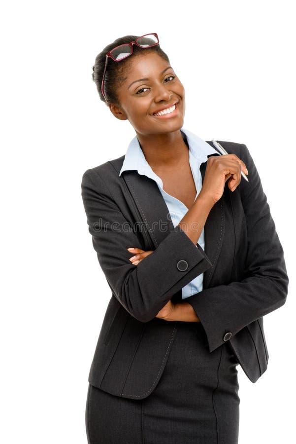 Szczęśliwy amerykanina afrykańskiego pochodzenia bizneswomanu mienia pióra bielu tło zdjęcia stock
