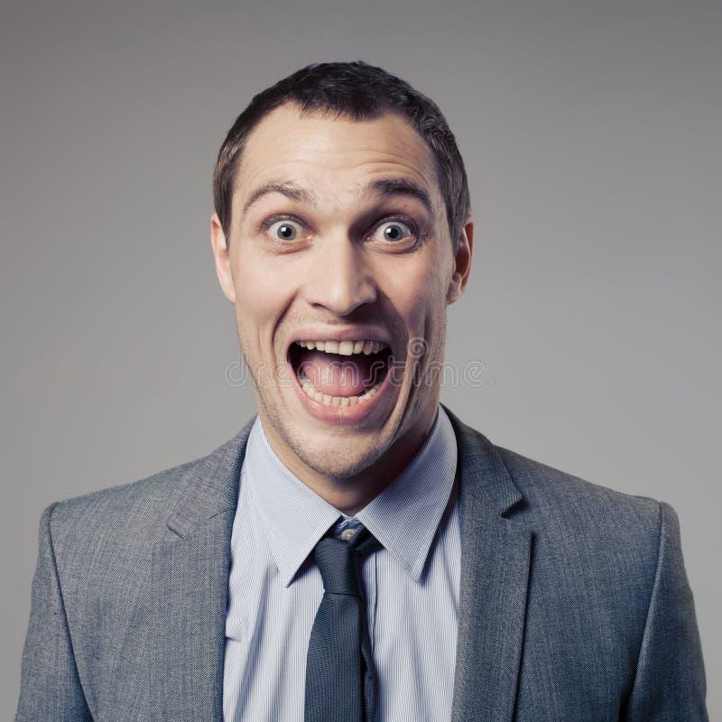 Szczęśliwy biznesmen Krzyczy na szarym tle fotografia royalty free