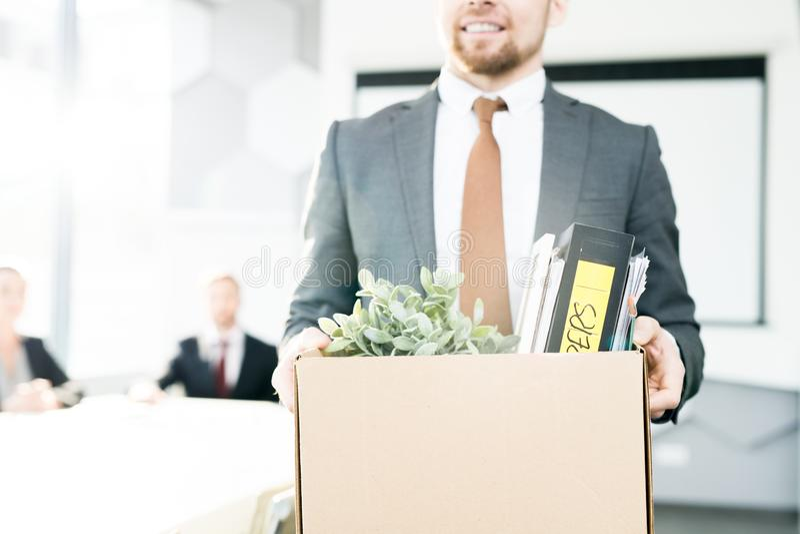 Szczęśliwy biznesmen Rezygnuje pracę obraz royalty free