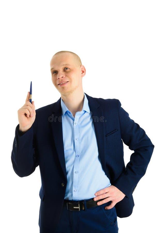 Szczęśliwy biznesmen używa pióro, pisać na invicible desce, pokazywać coś lub przedstawiający, Odizolowywający nad bielem obrazy stock