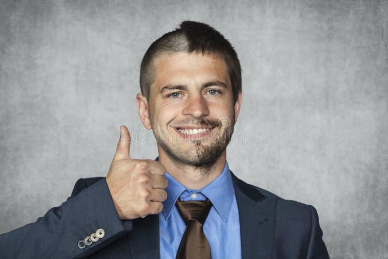 Szczęśliwy biznesmen z śmiesznym ostrzyżeniem zdjęcia royalty free
