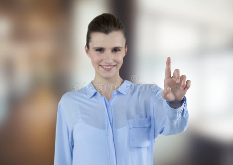 Szczęśliwy bizneswoman dotyka futurystycznego ekran obraz royalty free