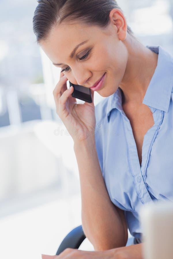 Szczęśliwy Bizneswomanu Dzwonić Zdjęcia Royalty Free