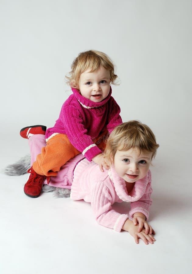 szczęśliwy bliźniaka dziewczyna obrazy royalty free
