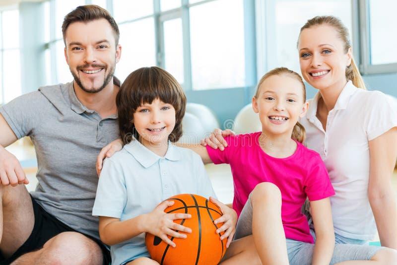 Szczęśliwy być rodziną zdjęcie royalty free