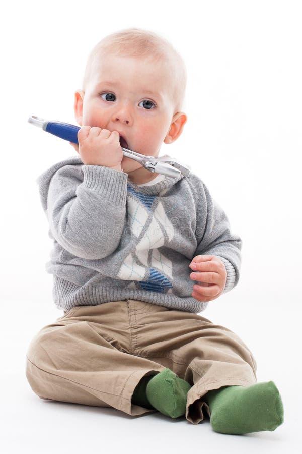 Szczęśliwy chłopiec bawić się obraz stock