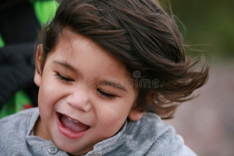szczęśliwy chłopiec berbeć zdjęcia stock