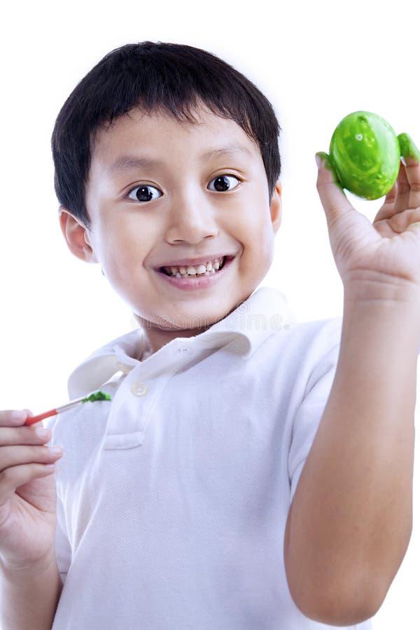 Download Szczęśliwy Chłopiec Farby Easter Jajko Ilustracji - Ilustracja złożonej z aktywność, świętowanie: 28964299