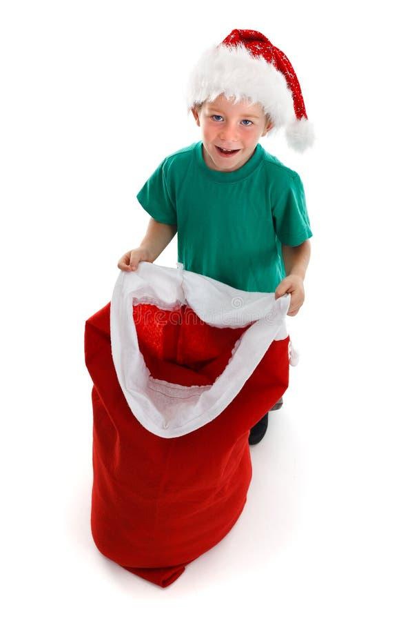 szczęśliwy chłopiec mienie trochę otwarty workowy Santa fotografia stock