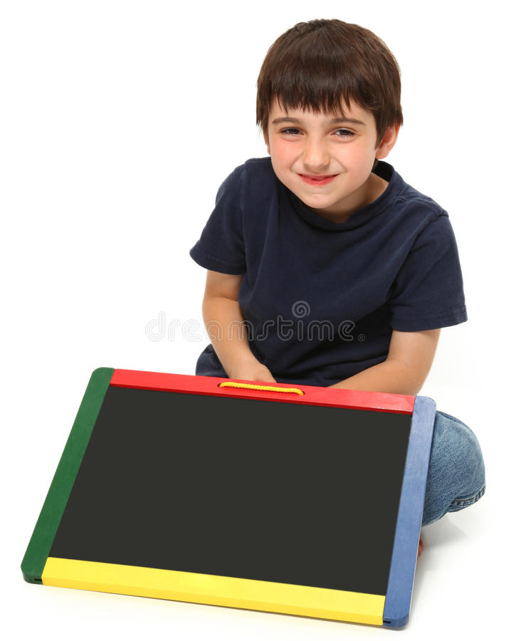 szczęśliwy chłopiec pusty chalkboard obrazy royalty free
