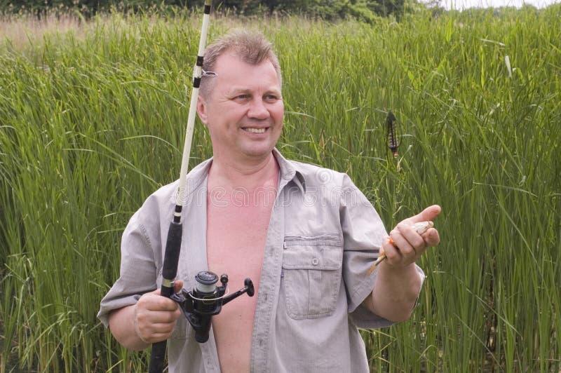 szczęśliwy chwyta rybak jego fotografia stock