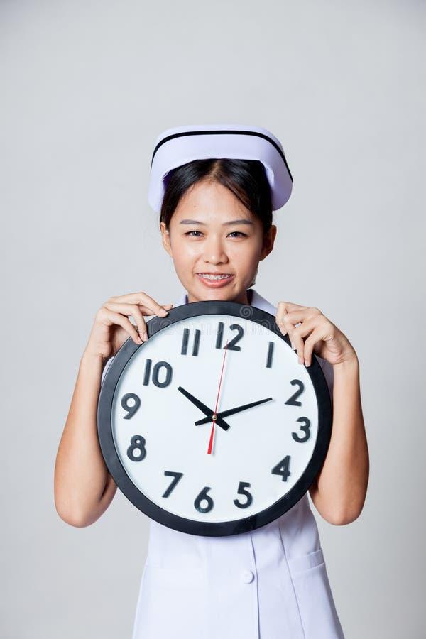 Szczęśliwy czas młoda Azjatycka pielęgniarka obraz royalty free