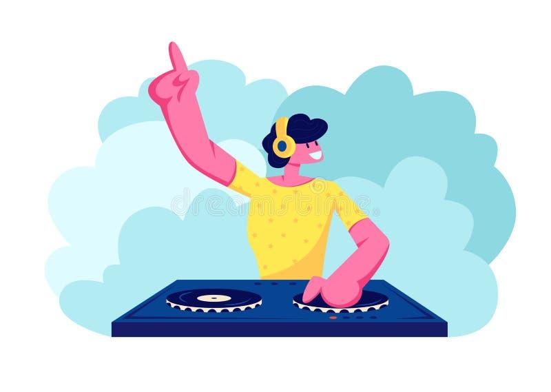 Szczęśliwy Dj Męski charakter w Żółtej koszula z hełmofonami na głowie Bawić się muzykę i Miesza przy noc klubu dyskoteki przyjęc ilustracja wektor