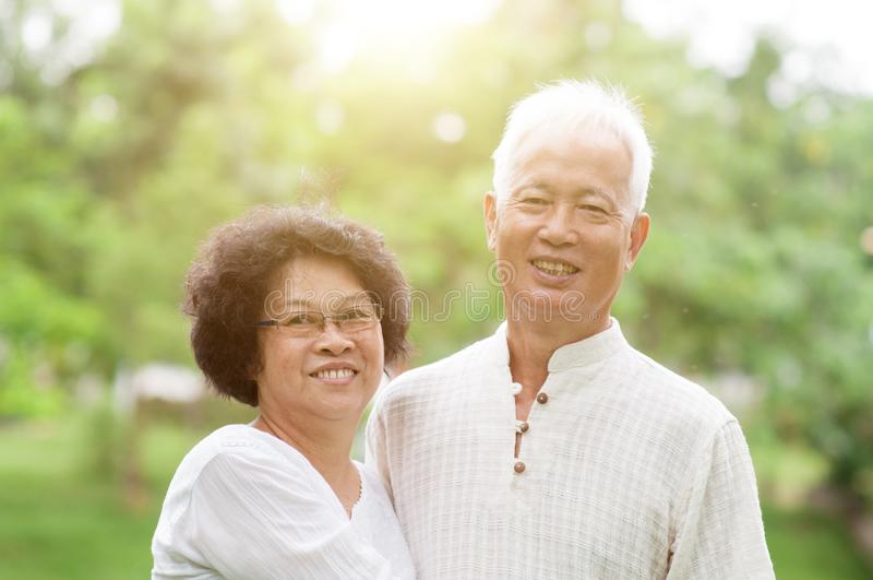 Szczęśliwy dojrzały Azjatycki para portret obraz royalty free