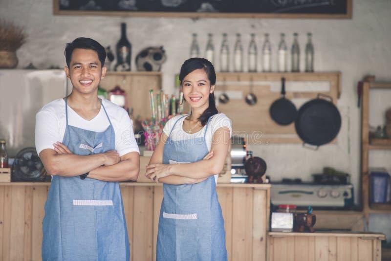 Szczęśliwy dwa kawiarni właściciel obraz stock